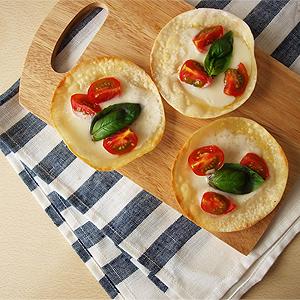 餃子の皮を使ったピザ。_e0105047_14483348.jpg
