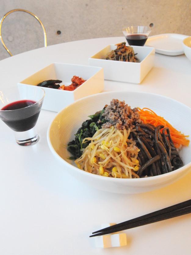 お隣の隠れ家的韓国料理店、「サムジ」さんでテイクアウトディナー ^^_f0191870_1165465.jpg
