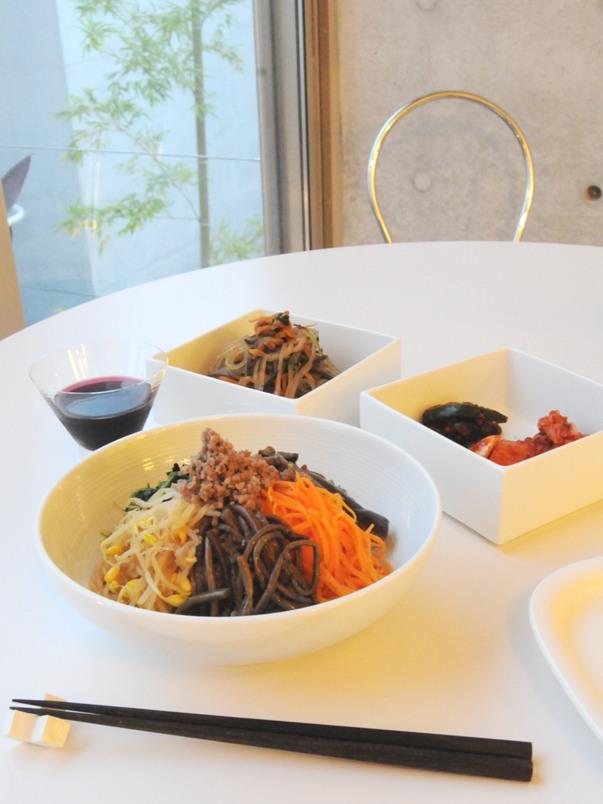 お隣の隠れ家的韓国料理店、「サムジ」さんでテイクアウトディナー ^^_f0191870_1171197.jpg