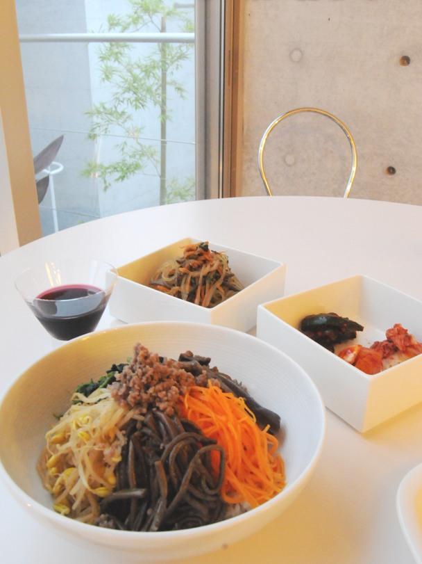 お隣の隠れ家的韓国料理店、「サムジ」さんでテイクアウトディナー ^^_f0191870_1172057.jpg