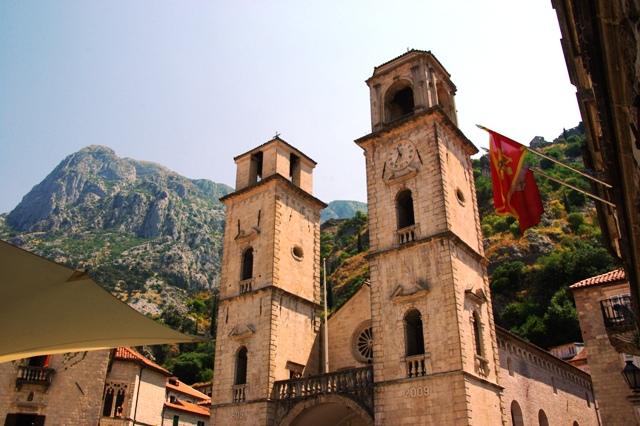 モンテネグロ、そしてアルバニアの首都「ティラナ」へ_c0011649_1181427.jpg