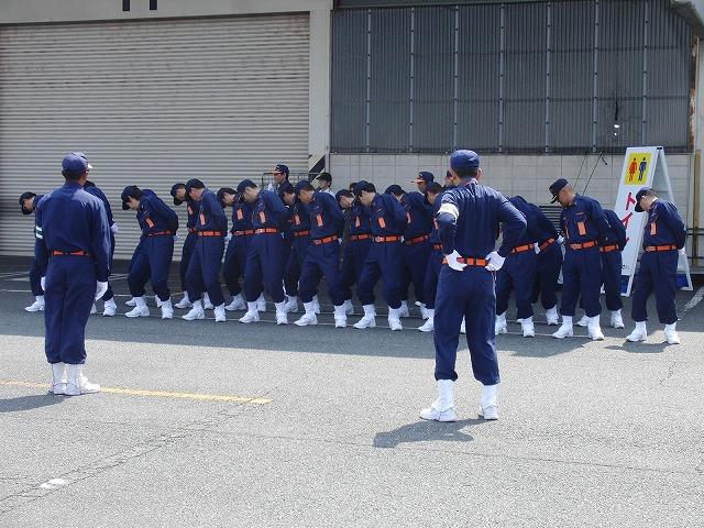 暑い中での消防団の富士地区大会_f0141310_7211675.jpg