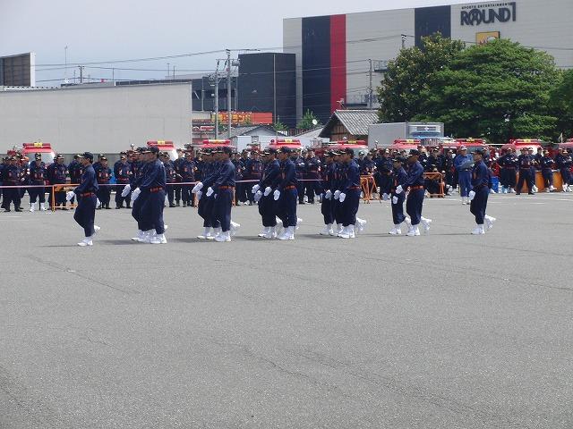 暑い中での消防団の富士地区大会_f0141310_7214094.jpg