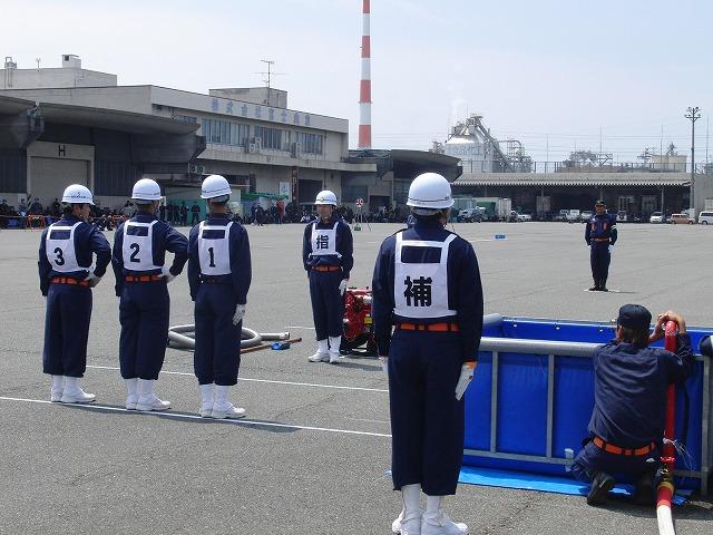 暑い中での消防団の富士地区大会_f0141310_7224496.jpg