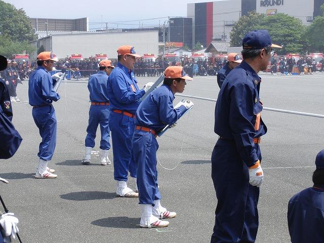 暑い中での消防団の富士地区大会_f0141310_725145.jpg