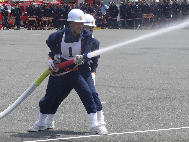 暑い中での消防団の富士地区大会_f0141310_7262016.jpg