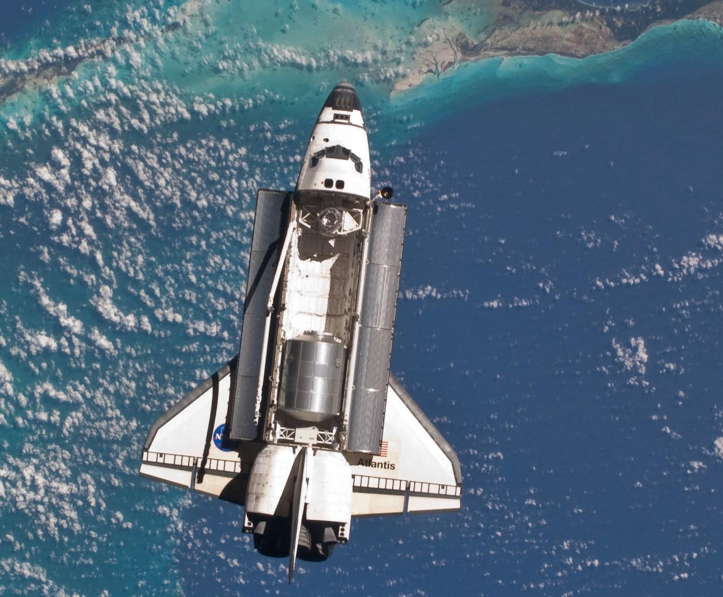 飛び立ったスペースシャトル