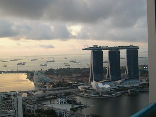 今度はシンガポールの朝焼け_b0114515_0412766.jpg