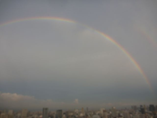 You can see the rainbow_b0054727_2125929.jpg
