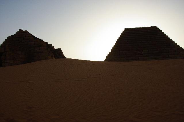 メロエ遺跡のピラミッド群(3) ブラック・ファラオの風、北ピラミッド群_c0011649_1225243.jpg