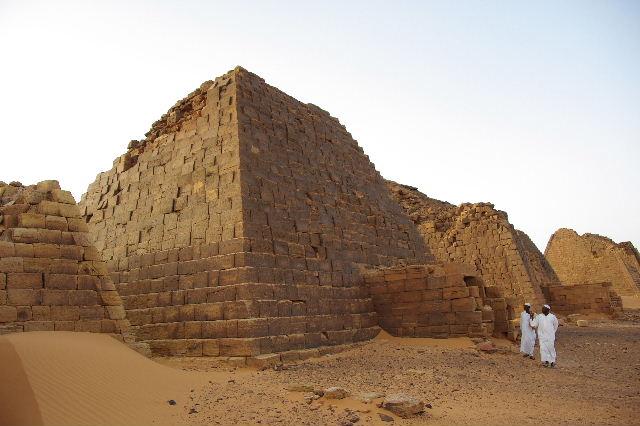 メロエ遺跡のピラミッド群(3) ブラック・ファラオの風、北ピラミッド群_c0011649_1294163.jpg