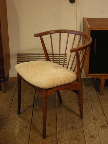 Chair (DENMARK) & お知らせ_c0139773_18204721.jpg