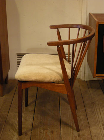 Chair (DENMARK) & お知らせ_c0139773_18205599.jpg