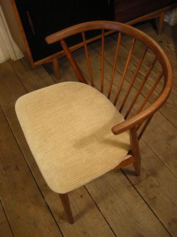 Chair (DENMARK) & お知らせ_c0139773_18211758.jpg