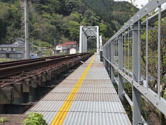 姫新線旭川橋梁_f0116479_1711833.jpg