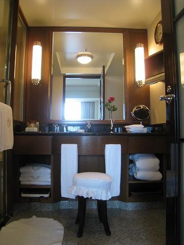 7月 帝国ホテル 本館インペリアルフロア ジュニアスイートルーム バスルーム_a0055835_21454075.jpg