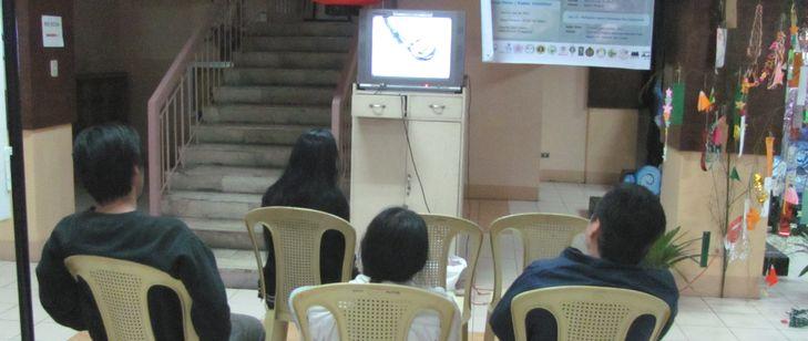 七夕会場に 日本映画祭と写真展が・・ バギオ博物館_a0109542_1942259.jpg