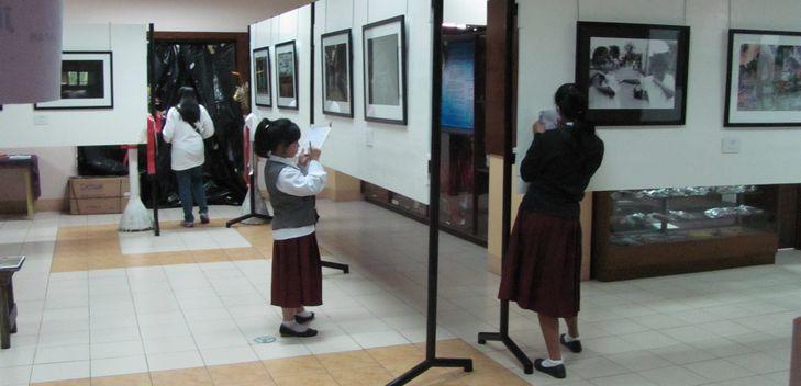 七夕会場に 日本映画祭と写真展が・・ バギオ博物館_a0109542_19432761.jpg