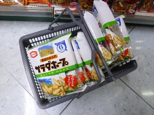 新潟のスーパーで見かけた米菓_c0152767_22274145.jpg