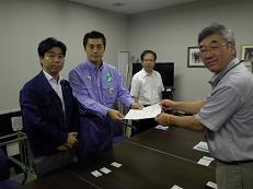 細野大臣と田嶋現地対策本部長に要望_d0003224_15472651.jpg