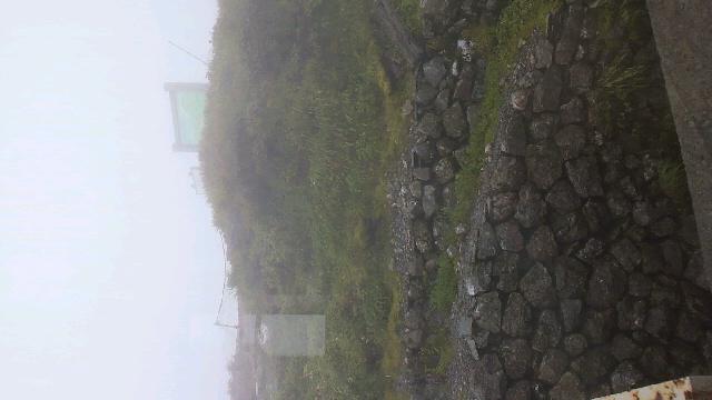 見の越までの車道は祖谷線だけ通れます。まだ小雨。今朝の気温は13℃_c0089831_937361.jpg