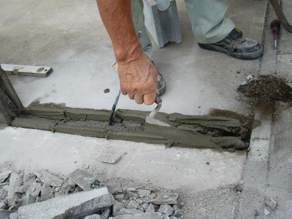 フェンス、ブロック修理 ~ 1段目のブロック積み_d0165368_6233453.jpg