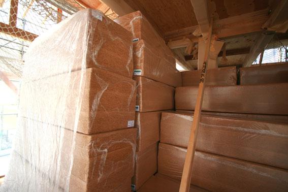 J-パッシブハウス北上:屋根断熱支持垂木、ウッドファイバーファイバー_e0054299_16441279.jpg