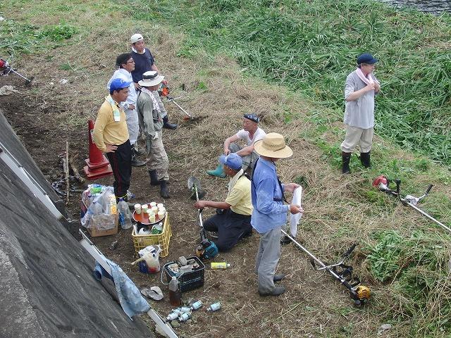 やっぱりヘビが出た!小潤井川の草刈り_f0141310_725447.jpg