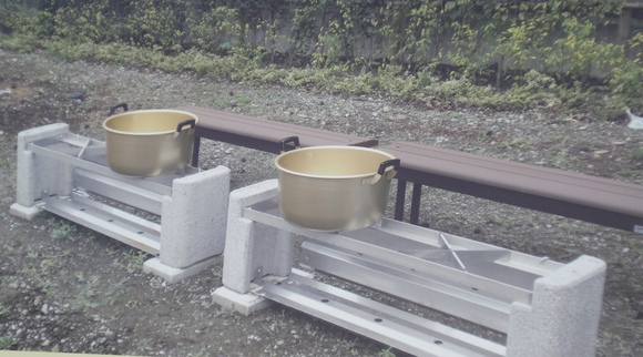 災害に備えたベンチを発見!_e0235911_2035696.jpg