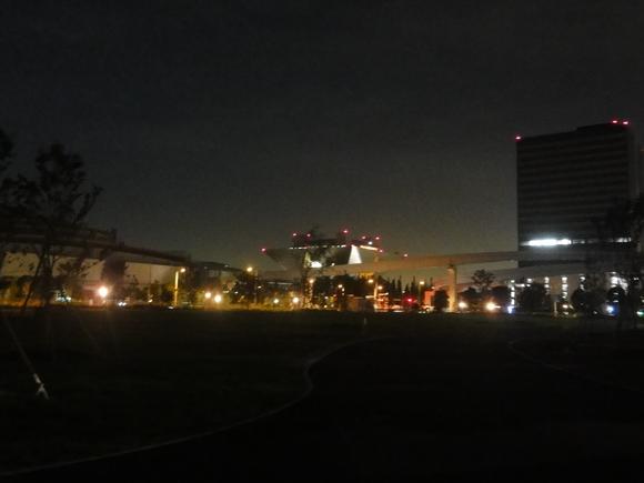 夜の公園を歩いてみました!_e0235911_2202532.jpg