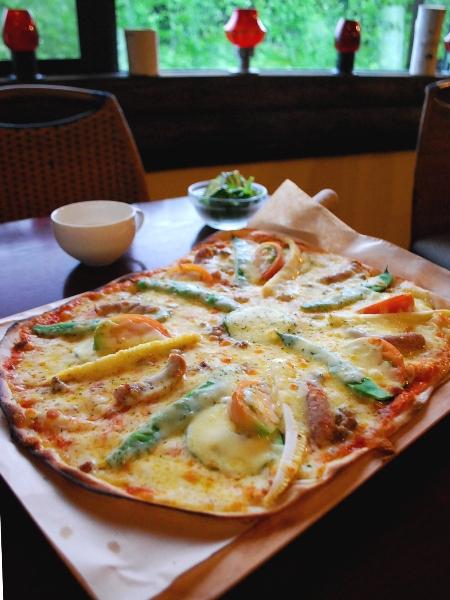 農家レストラン みのりの里のライ麦のピザ_c0177814_11244672.jpg