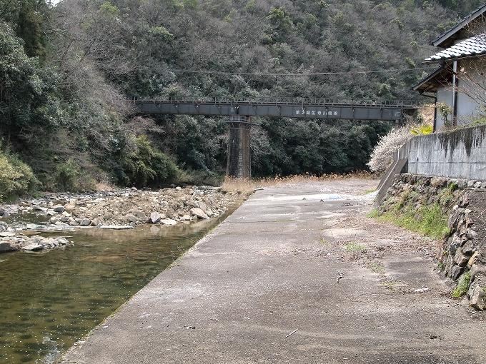 津山線の橋梁その1_f0116479_2254576.jpg