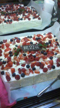 【コンの写メ日記♪】 21ST アニバーサリーショートケーキ!_c0069047_1945677.jpg