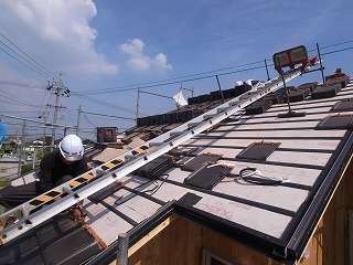 「長宗の家」 屋根瓦葺き_f0059988_1620143.jpg