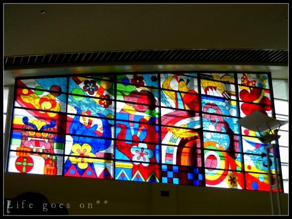 那覇空港 カラフルステンドグラス。。oO_b0155684_20305089.jpg