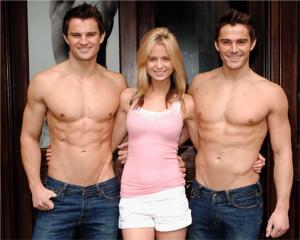 ニューヨーク5番街の新名所、アバクロとホリスターの裸のイケメン君たち_b0007805_116286.jpg
