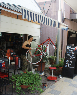 上古町の新しいハンバーグ屋さんとおしゃれな自転車屋さん_d0178448_1046183.jpg