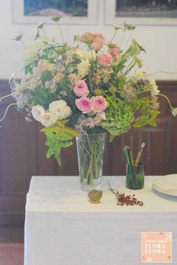 旧古河邸様ウェディング バラの季節のアンティークテイスト会場装花2 レセプションとウェイティングルーム_a0115684_1458233.jpg