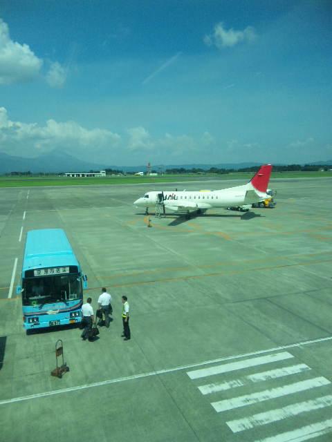 鹿児島空港にいます。_a0072505_1433729.jpg