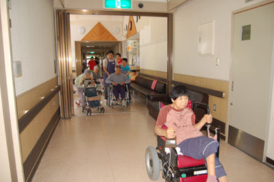 避難訓練を実施。_a0154110_9511436.jpg