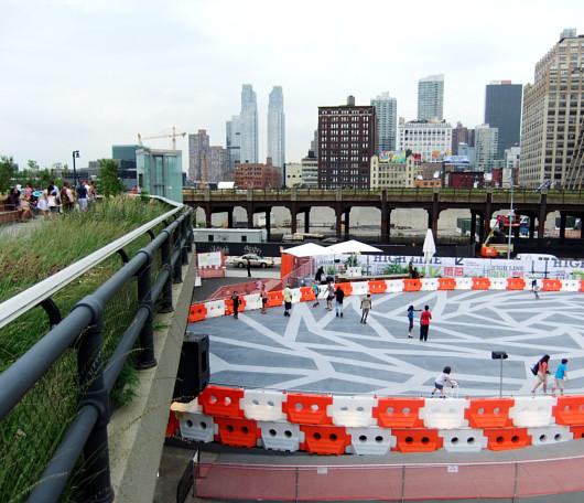 ニューヨークの空中公園ハイラインに、日本のユニクロがスケートリンクを提供中_b0007805_136294.jpg