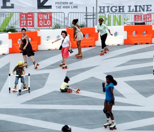 ニューヨークの空中公園ハイラインに、日本のユニクロがスケートリンクを提供中_b0007805_1371611.jpg