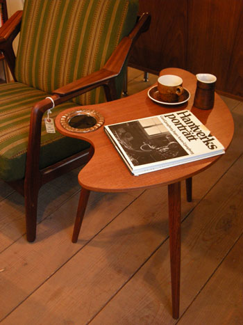 Side table (DENMARK)_c0139773_196492.jpg