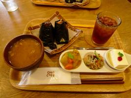 『おむすび+cafe OMU』さん_b0142989_16355854.jpg