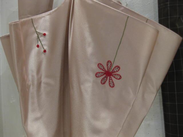傘のおまけは刺繍_b0184796_16504571.jpg