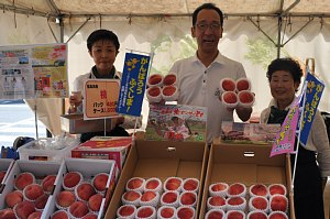 「福島の桃」販売しています!_c0141652_10343963.jpg