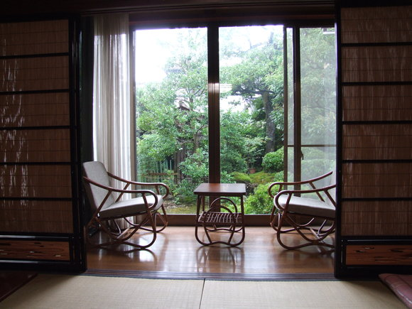 想い出の椅子とテーブル_d0224984_22354238.jpg