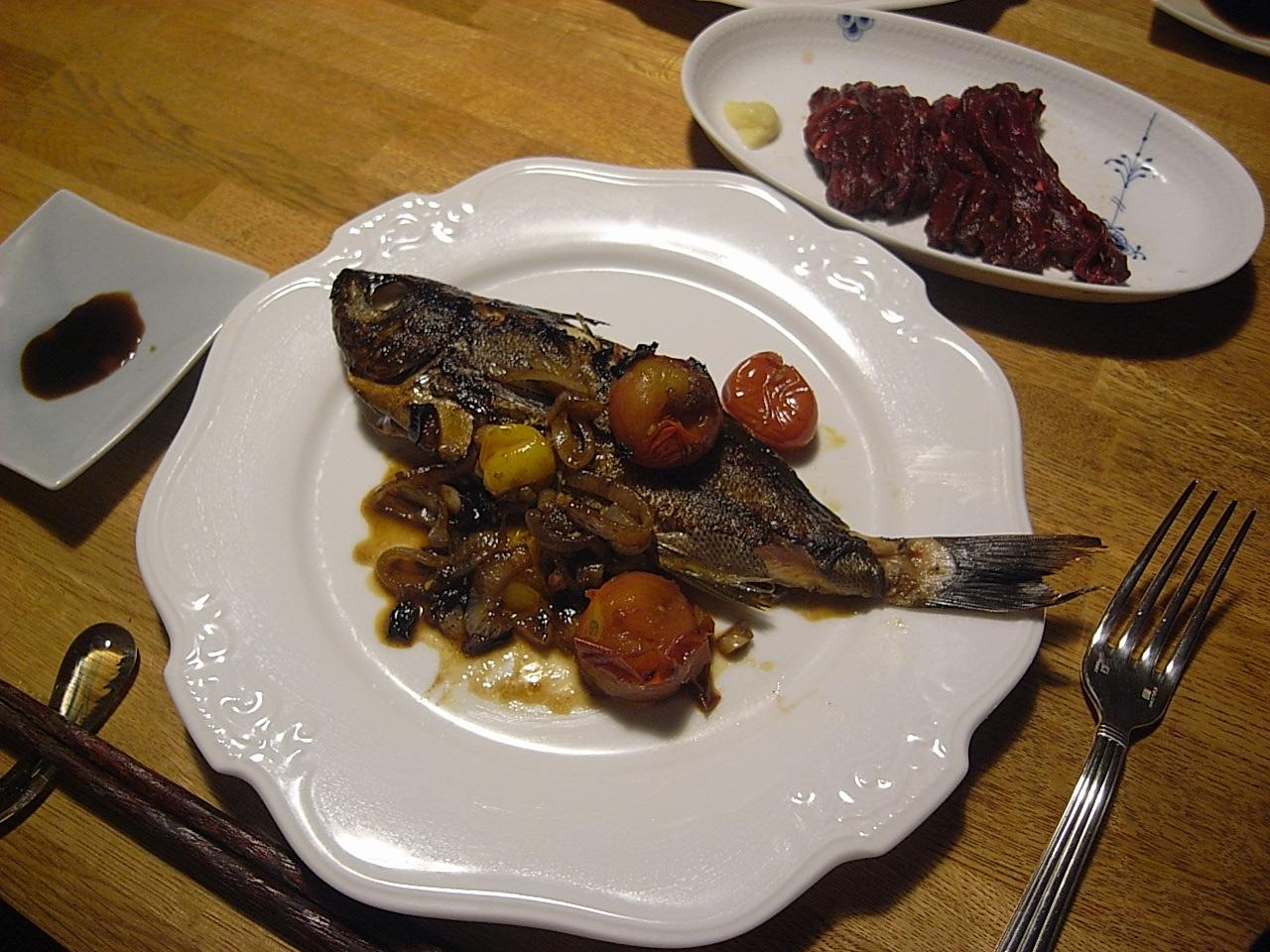 夕飯はいさきのソテーとムール貝の入ったショートパスタ。_e0230090_22331480.jpg