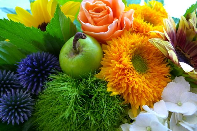 夏らしいお花で。静岡に発送。_b0171193_22203086.jpg