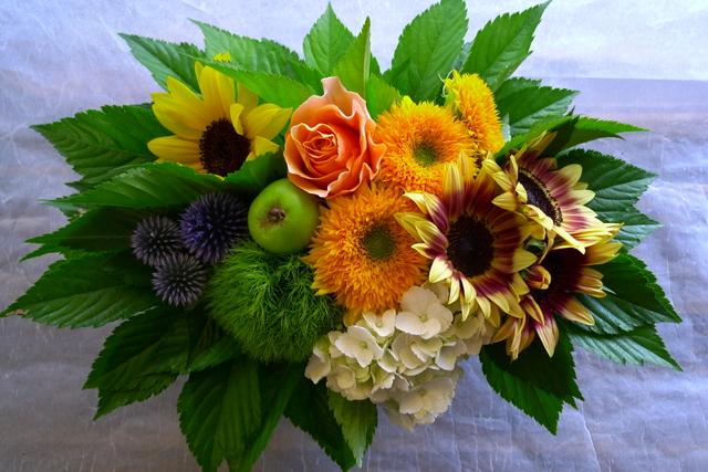 夏らしいお花で。静岡に発送。_b0171193_2220473.jpg
